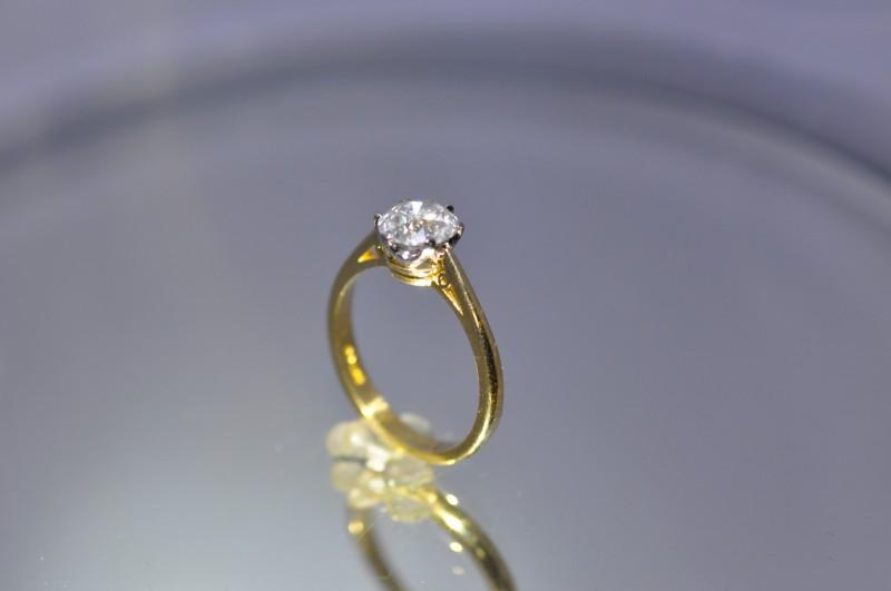 Pierścionek Zaręczynowy Z Białym Brylantem 157 Ct Certyfikat Hrd
